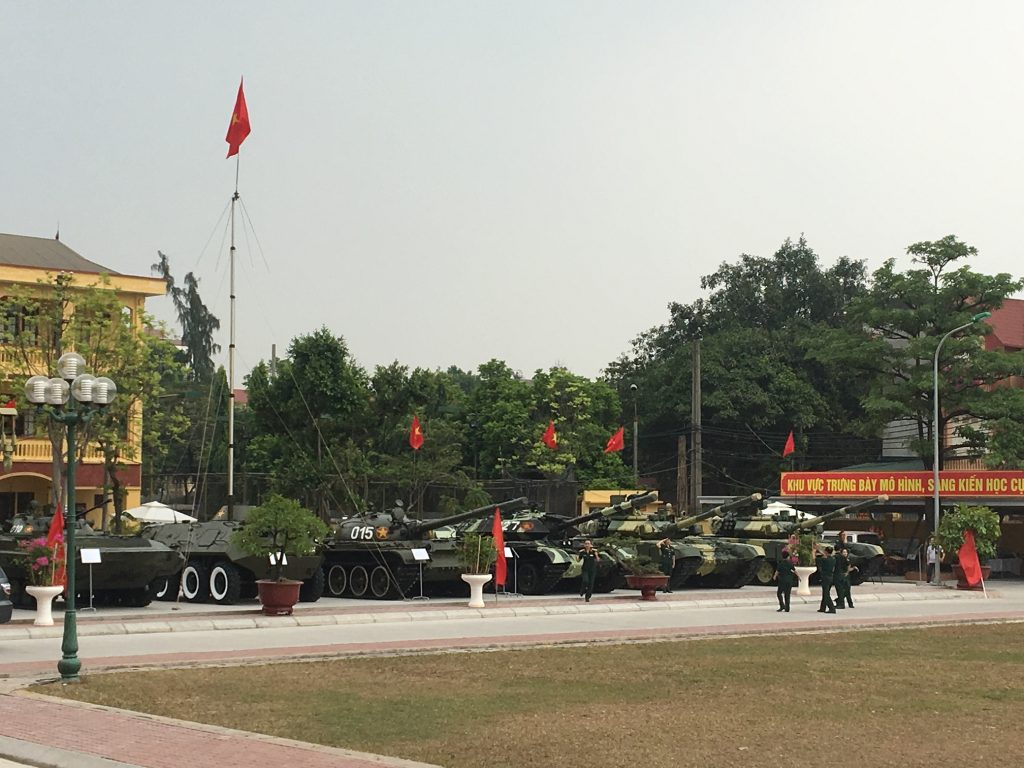 xe mo hình trưng bày trong ngày truyền thống 60 năm / sự kiện nguyễn an