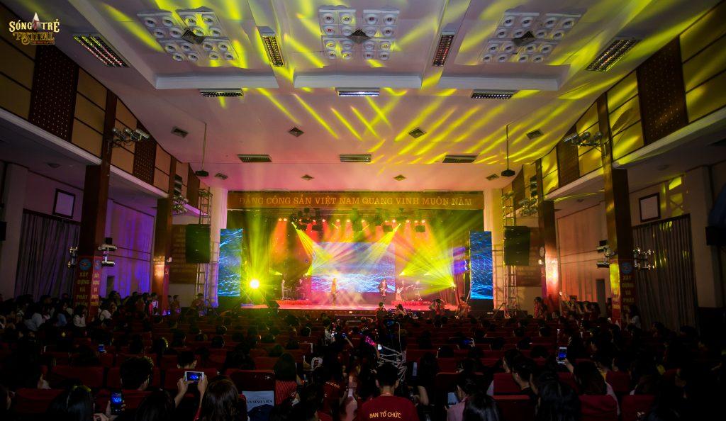 Bán đèn sân khấu tại Hải Dương / Công ty Nguyễn An cho thuê thiết bị tại Học viện báo chí