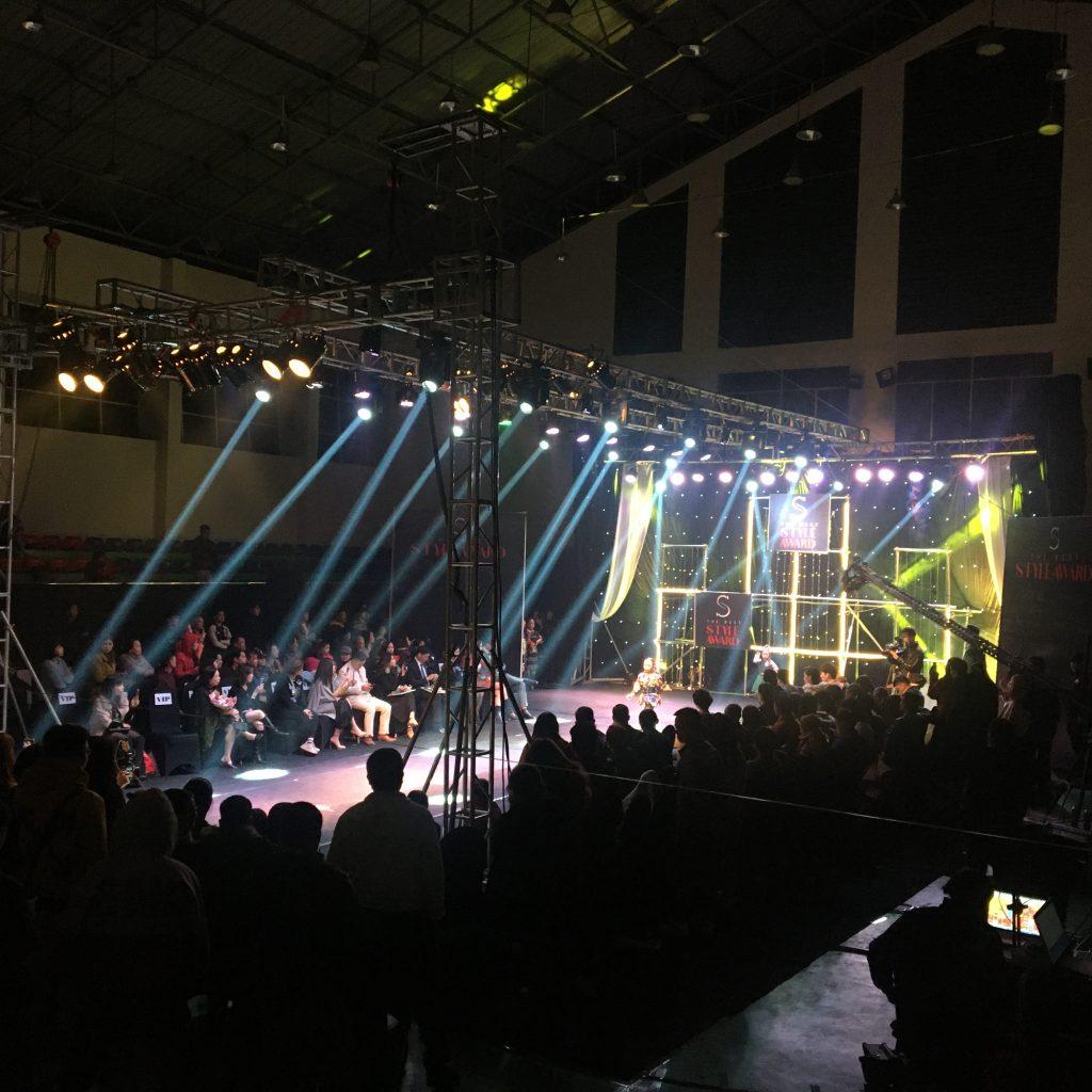 Bán đèn sân khấu tại Hải Dương / Công ty Nguyễn An bán áng sáng