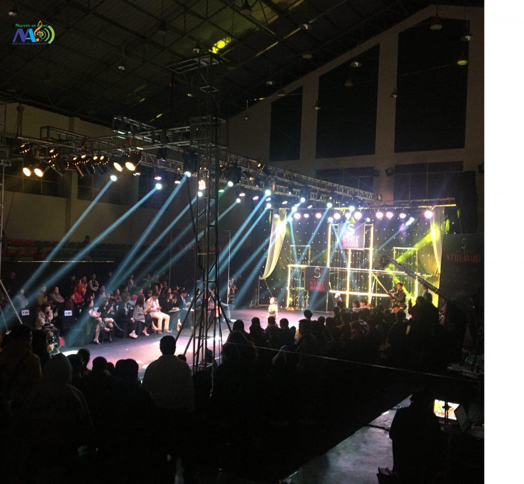 Bán ánh sáng hội trường /công ty Nguyễn An
